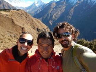 Nous, notre guide et l'Everest derrière