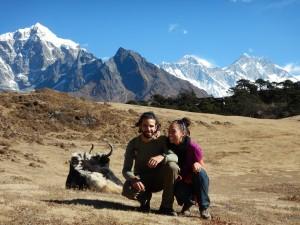 Nous, un Yak et toujours la chaine de l'Himalaya en fond :)