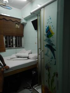 notre suite! :) la douche à droite et puis le lit!